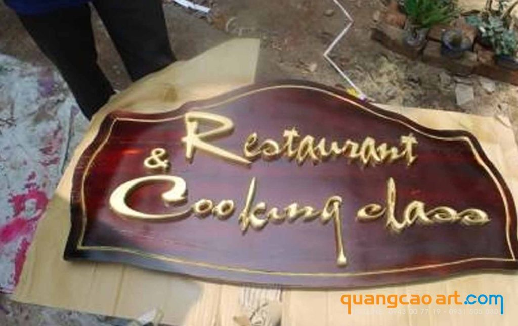 bảng hiệu gỗ nhà hàng