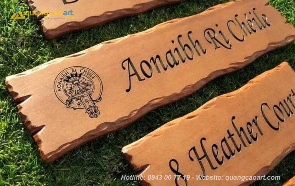 bảng hiệu gỗ khắc tên thương hiệu