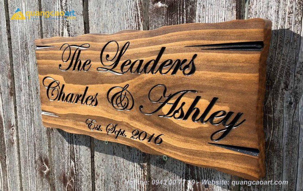 Làm biển hiệu bằng gỗ